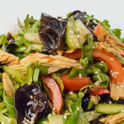 112 Салат из рукколы с соевой спаржей